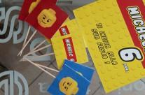 Contenuto party box LEGO tag muffin bandierine