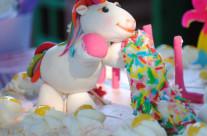 Organizzazione festa a tema unicorni e arcobaleni torta Bergamo